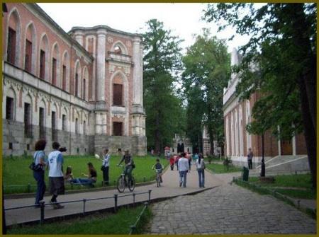 """Руины"" Большого дворца. 2005 г. Фото с сайта http://mindraw.web.ru"