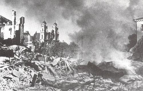 Разрушенный Минск после бомбардировок люфтваффе. Июнь 1941 года. Фото из Википедии